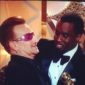 Saia justa! Bono recusa beijo de Diddy na entrega do Globo de Ouro