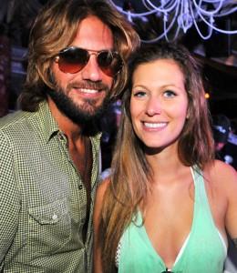 Novo casal de glamurettes agora também é dupla de DJs. Play!