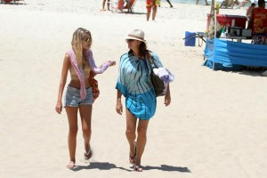 Luiza e Yasmin vão à praia e mostram DNA privilegiado. Espia só!