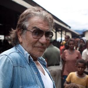 Roberto Cavalli viaja o mundo com o intuito de ajudar ao próximo. Entenda!