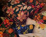 Lá em casa: se joga nos florais das almofadas da Taiobá, em Trancoso