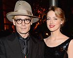 Menos um solteiro: Johnny Depp está noivo da modelo Amber Heard