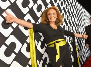 Diane von Furstenberg reúne fashionistas e starlets na abertura de sua exposição