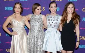 """Seriado """"Girls"""" reúne celebs e fashionistas no tapete vermelho em NY"""