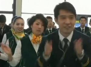 Comissários de bordo fazem flashmob no aeroporto de Xangai