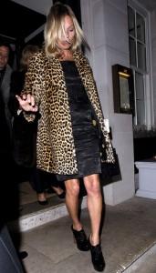 Fera radical, Kate Moss celebra os 40 anos do jeito que o diabo gosta