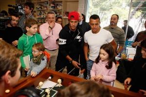 Neymar começa o ano fazendo o bem em Barcelona. Aos detalhes!