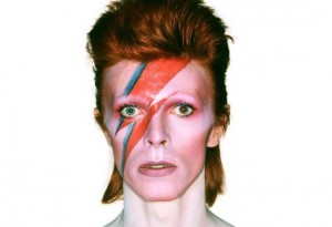 Quero ser David Bowie! Peças para ficar a cara do camaleão do rock