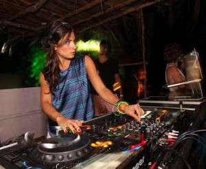 """Vem """"sapucar"""" com as músicas de Carnaval da DJ Marina Diniz"""