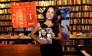 Carolina Ferraz lança livro de culinária na Livraria da Travessa no Rio