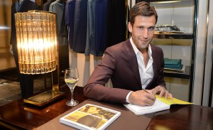 Pedro Andrade lança guia de NY na Gucci do JK Iguatemi