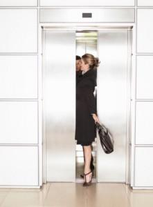 Editores de moda ficam presos em elevador durante a NYFW