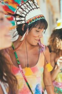Marcas tradicionais lançam fantasias, makes e adereços para o Carnaval 2014