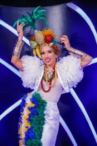 Patrícia Abravanel faz aula de canto para virar Carmen Miranda na TV