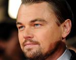 Sem nenhum estrelismo, Leonardo DiCaprio também espera na fila, tá?