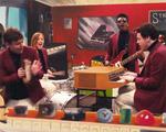"""Play no clipe de """"Love Letters"""", novo hit do Metronomy. Pistas vão ferver"""