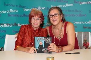 """Rita Lee e Laerte em noite de autógrafos do moderninho """"Storynhas"""""""