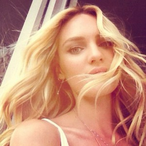 Candice Swanepoel, angel da Victoria's Secret, dá rasante no Brasil