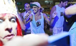 Caio Castro invade espaço Le Club Accorhotels. Aos cliques