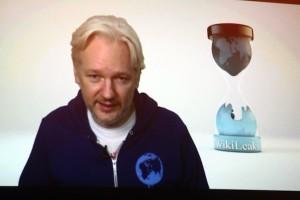 """""""A ocupação militar da internet é algo sério"""", diz dono do WikiLeaks"""