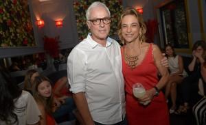 """Lucia Faria autografou seu livro """"Banquete dos Sentidos"""""""