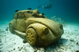 Museu subaquático em Cancun tem Fuscas e esculturas cobertas de corais. Mergulhe!