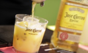 Jose Cuervo prepara margaritas, frozens e shots especiais na Torcida Glamurama