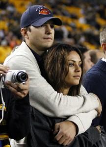 Mila Kunis e Ashton Kutcher oficializam noivado. Aos detalhes!