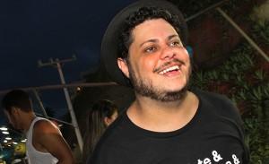 Ator de Porta dos Fundos se esbaldando no Carnaval de Salvador?