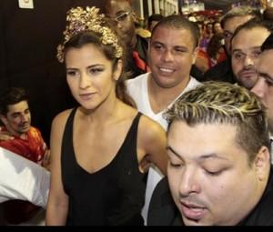 Ronaldo ataca um risoto com chope e ciceroneia convidados da Brahma no Rio