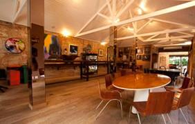 Novo bar-galeria em SP promete atrair turma cool de glamurettes. Vamos?