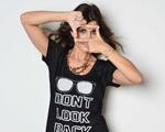 Julie Chermann assina coleção de camisetas estampadas da C&A
