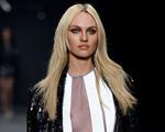Candice Swanepoel volta a desfilar pela Forum na semana de moda paulistana