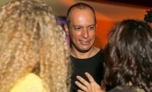 Os Gêmeos lançam edição especial de conhaque com festa