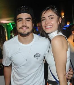 Mais um flagra! Caio Castro e Maria Casedevall: beijos calientes em SP