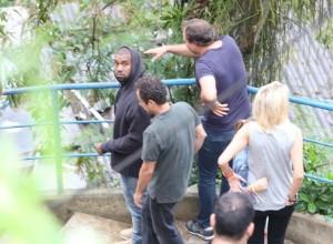 Olha o flagra: Kanye West visita morro do Vidigal, no Rio
