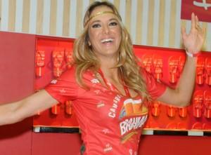 Ticiane Pinheiro curte solteira o Carnaval no Camarote Brahma Rio
