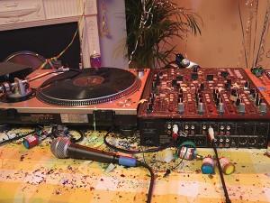 Para variar, o Carnaval eletrônico do DJ Bruno B2. Som na caixa!