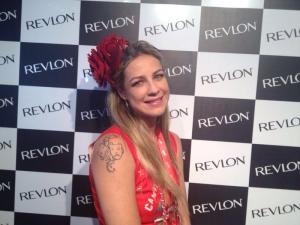 Vem retocar a maquiagem aqui no estande da Revlon no Camarote Brahma Rio!