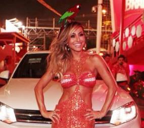 Sabrina Sato chega de Volkswagen ao Camarote Brahma Rio