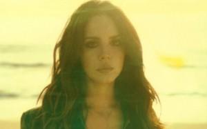 """Mais romântica, Lana Del Rey lança teaser do videoclipe de """"West Coast"""""""