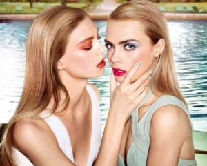 Cara Delevingne estrela campanha lesbian chic para YSL Beauty