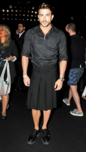 Ex de Marc Jacobs vai de saia a desfile e fala ao Glamurama