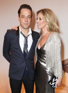 Kate Moss leva o marido e um time de tops para jantar privê da Topshop