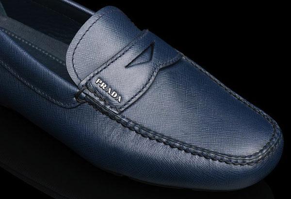 fca20d087e5df A campanha do Driving, um dos sapatos masculinos mais clássicos da Prada,  ganhou um documentário especial. O vídeo, dirigido por Marta Vismara, ...