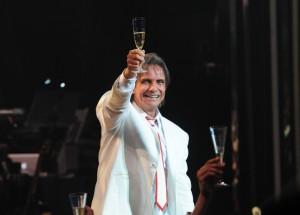 """Roberto Carlos chega aos 73 e personalidades elegem """"a música do rei"""""""