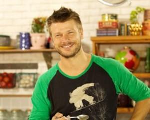 """Rodrigo Hilbert, que tem """"fases"""" na cozinha, fala sobre programa"""