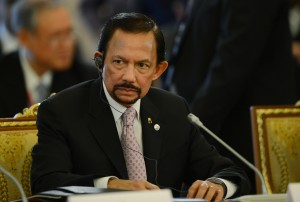 Sultão de Brunei sofre boicote de Valentino por causa de lei anti-gay