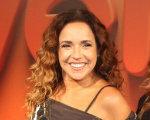 """Daniela Mercury torce por """"muitos beijos"""" do casal Clara e Marina"""