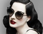 Dita Von Teese e sua primeira linha de óculos escuros. Conheça!